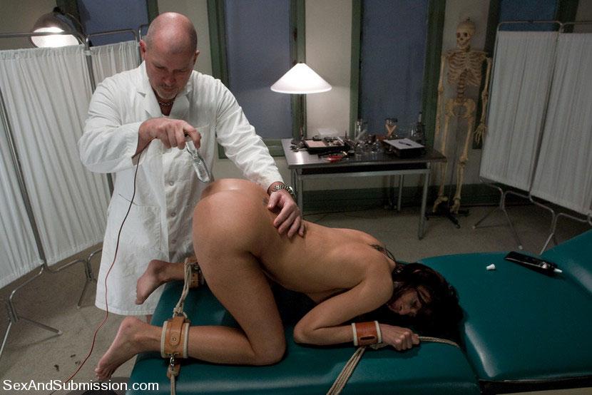 Порно жесткое с доктором