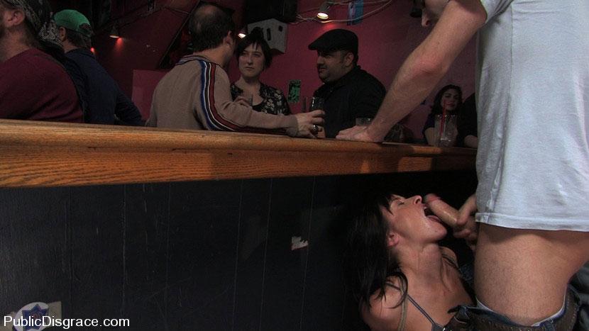 Порно отсосала в кафе